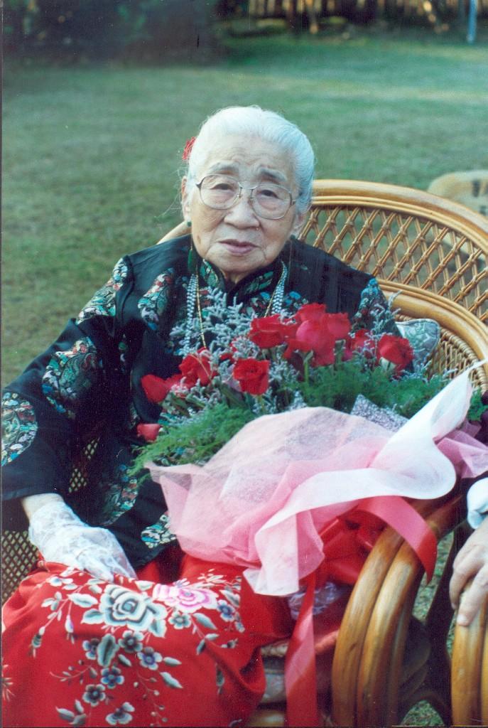 師母結婚七十週年紀念1 (687x1024)